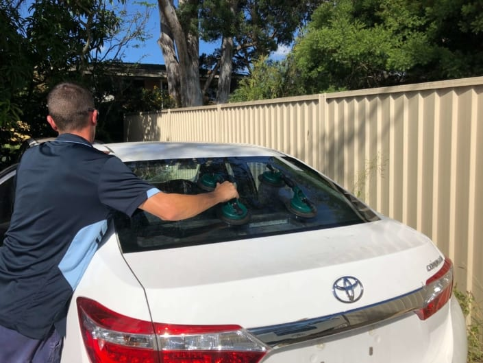 Windscreen Repair Replacement Autoglass Brisbane Happy Customer - Changing Family Car Windscreen