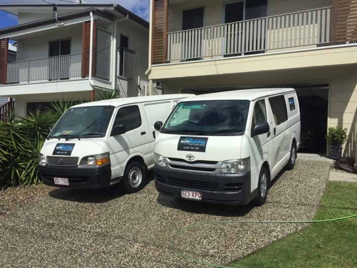 Windscreen Repair Replacement Autoglass Brisbane Team - Family owned and Operated